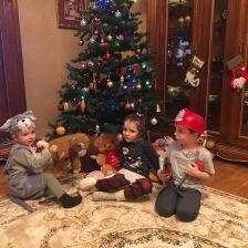 Ваня, Маша и Гордейка Мазуровы в конкурсе «Конкурс новогодних ёлок»