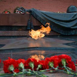 «Светлой памяти павших в борьбе против фашизма». Минута молчания