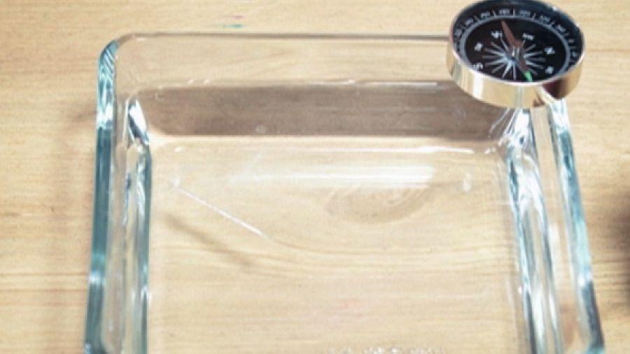 Компас на воде