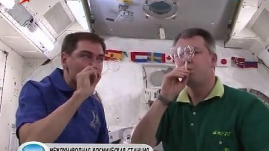 Можно ли пускать мыльные пузыри в космосе?