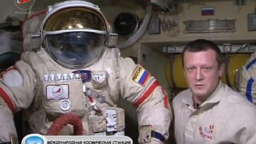 Как подготовить скафандр к выходу в открытый космос?