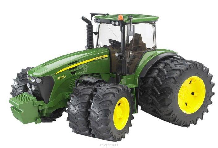Bruder Трактор John Deere 7930 с двойными колесами